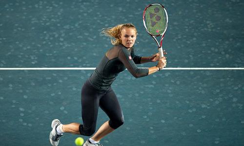 Bị sỉ nhục, mỹ nhân tennis cãi nhau tay bo với fan - 1
