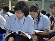 Giáo dục - du học - Thi vào lớp 10 ở TP.HCM: Sát giờ thi, thí sinh vẫn miệt mài ôn bài