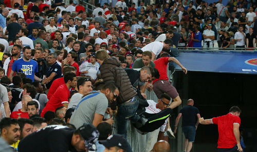 Bạo loạn CĐV Anh - Nga: UEFA điều tra CĐV Nga, Anh vô tội - 13
