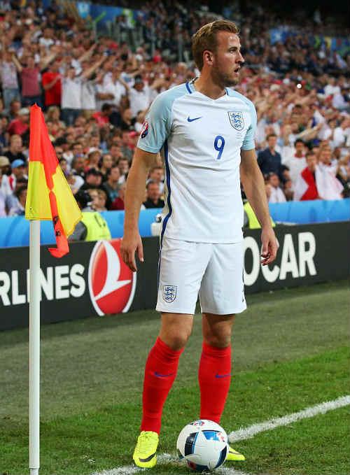 ĐT Anh mất điểm: HLV Hodgson bị ví như Van Gaal - 1
