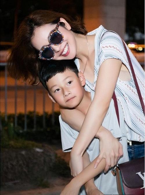 """Khoảnh khắc """"ngọt như kẹo"""" của Jennifer Phạm và con trai - 3"""