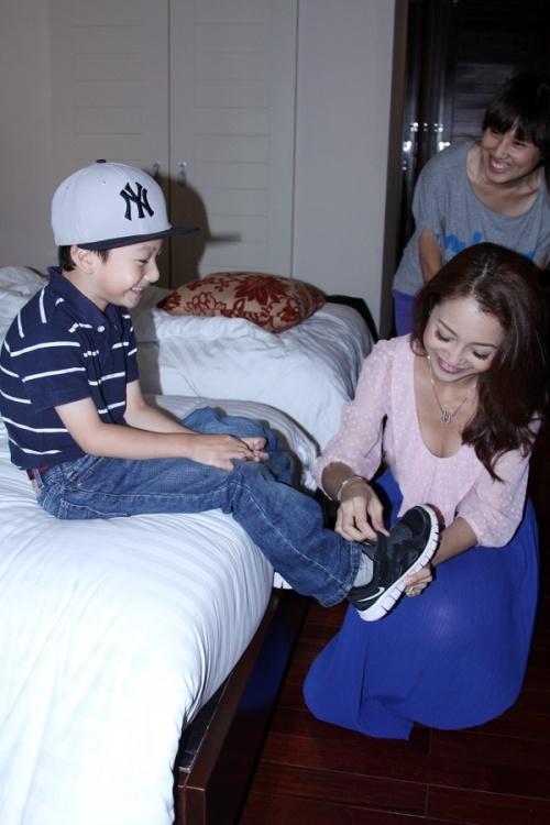 """Khoảnh khắc """"ngọt như kẹo"""" của Jennifer Phạm và con trai - 5"""