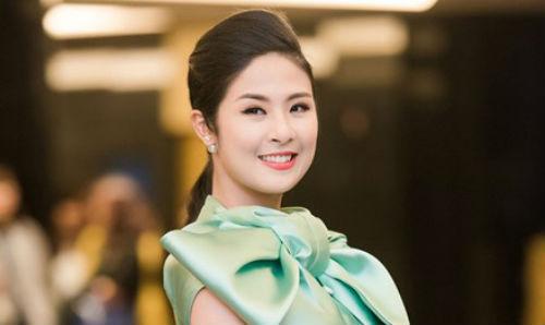 Hoa hậu Ngọc Hân ủng hộ hết mình cho tuyển Đức - 1