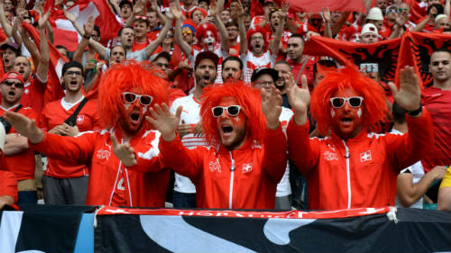 Ảnh đẹp Euro 12/6: Xứ Wales mở hội, người Anh thở dài - 1