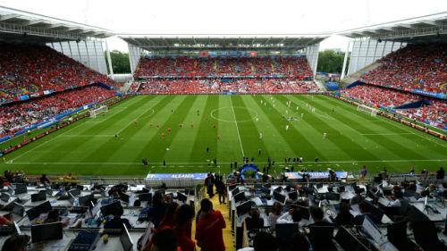 Ảnh đẹp Euro 12/6: Xứ Wales mở hội, người Anh thở dài - 2