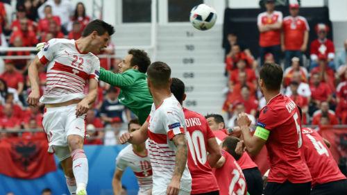 Ảnh đẹp Euro 12/6: Xứ Wales mở hội, người Anh thở dài - 4
