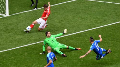 Ảnh đẹp Euro 12/6: Xứ Wales mở hội, người Anh thở dài - 7