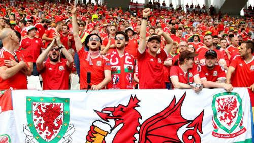Ảnh đẹp Euro 12/6: Xứ Wales mở hội, người Anh thở dài - 9