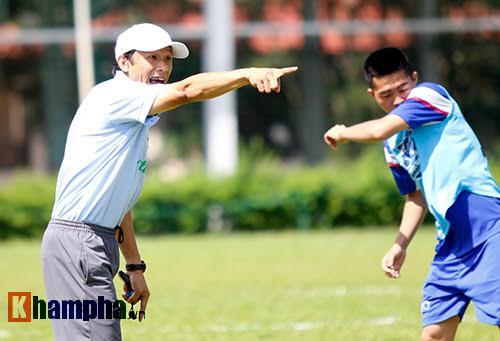 """Trợ lý của HLV Hữu Thắng cho cầu thủ trẻ """"bở hơi tai"""" - 3"""