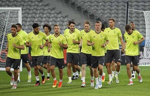 """Chi tiết Đức – Ukraine: Schweinsteiger ghi bàn """"kết liễu"""" (KT) - 13"""
