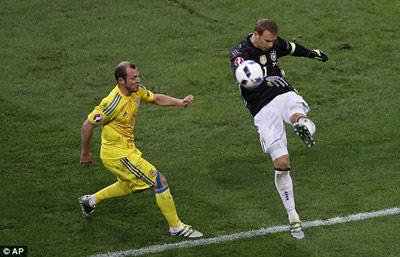 """Chi tiết Đức – Ukraine: Schweinsteiger ghi bàn """"kết liễu"""" (KT) - 9"""