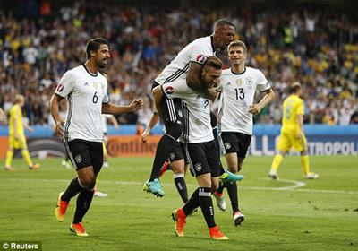 """Chi tiết Đức – Ukraine: Schweinsteiger ghi bàn """"kết liễu"""" (KT) - 8"""
