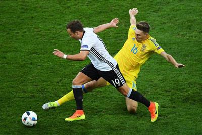 """Chi tiết Đức – Ukraine: Schweinsteiger ghi bàn """"kết liễu"""" (KT) - 7"""