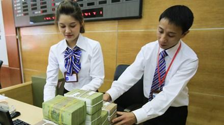 Có nên dỡ trần lãi suất 0% tiền gửi USD? - 1