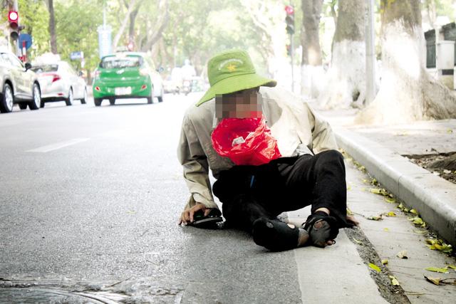 """Lao động trẻ em mưu sinh ở Thủ đô: Độc chiêu của """"cái bang"""" - 1"""