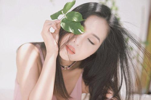 Hot girl gốc Thái Mai Fin khoe vẻ đẹp trong veo dưới nắng hè - 1