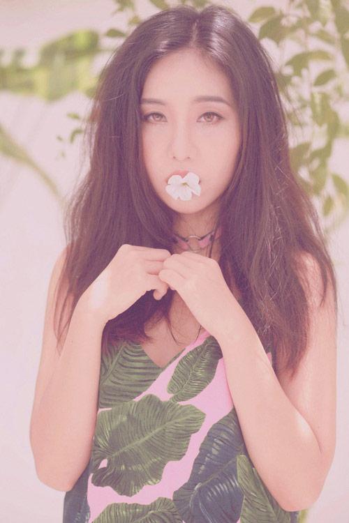 Hot girl gốc Thái Mai Fin khoe vẻ đẹp trong veo dưới nắng hè - 2