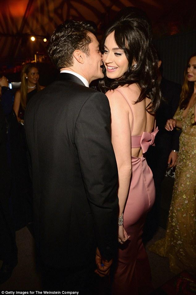 Miranda Kerr vô tư chụp hình cùng bồ mới của chồng cũ - 4