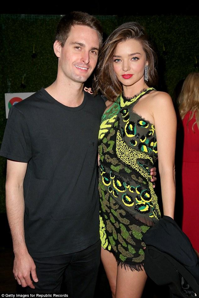 Miranda Kerr vô tư chụp hình cùng bồ mới của chồng cũ - 5