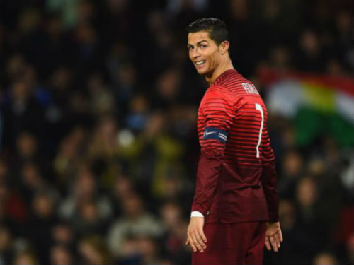 SAO EURO 2016: Ronaldo như con công đỏm dáng - 1