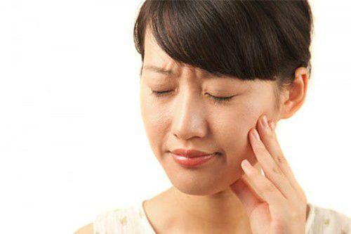 4 mẹo trị đau nhức răng, sâu răng, răng ê buốt chỉ 1 ngày là khỏi - 1