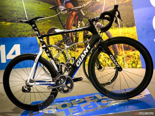 Chế tạo khung xe đạp carbon trong nhà máy của GIANT - 2