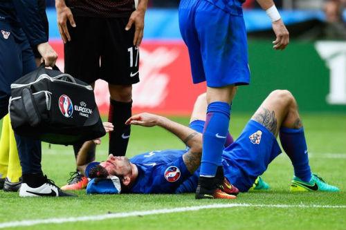 Ảnh đẹp Euro 13/6: Corluka như chiến binh, Modric lập siêu phẩm - 1