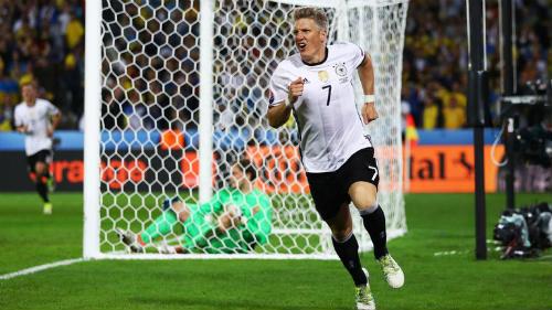 Ảnh đẹp Euro 13/6: Corluka như chiến binh, Modric lập siêu phẩm - 15