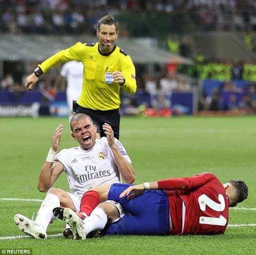 Euro 2016: Ronaldo bị gọi là diễn viên đại tài - 2