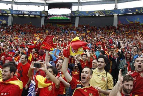 Chi tiết Tây Ban Nha - CH Séc: Người hùng Pique (KT) - 27