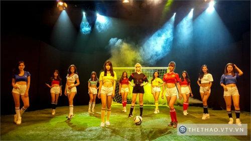 """Nóng cùng Euro: Hot girl tuyển Ý, Bỉ chung """"tham vọng"""" - 1"""