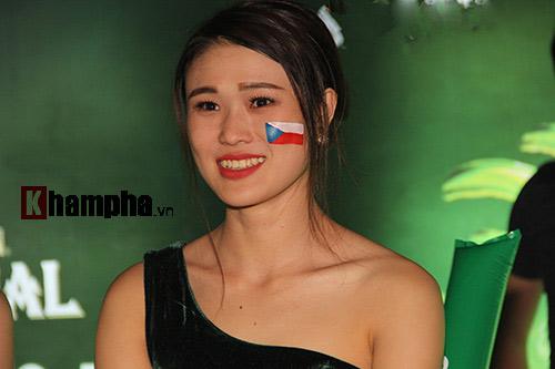 """Người đẹp đổ bộ fanzone xem Tây Ban Nha """"chiến"""" CH Séc - 5"""