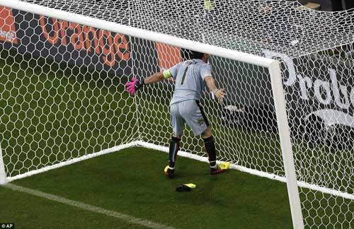 HLV Bỉ chê tuyển Ý đá quá thực dụng - 8