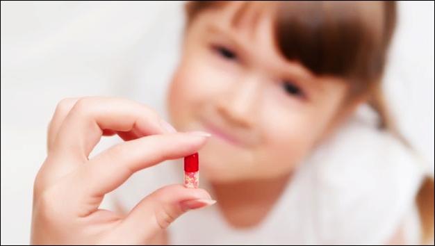 Con ốm yếu hơn vì bố mẹ dùng kháng sinh sai cách - 1