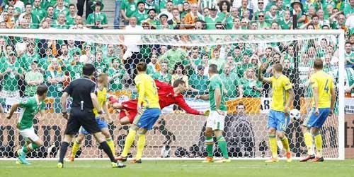 """Ảnh đẹp Euro 14/6: Bỉ ôm hận trước """"vua phản công"""" Italia - 5"""