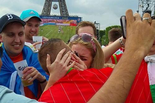Tình đẹp mùa EURO: Cầu hôn dưới chân tháp Eiffel - 1