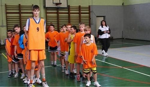 """""""Sếu vườn"""" bóng rổ 2m30 khiến Real, Barca để mắt - 1"""