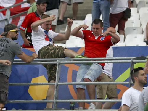 EURO 2016: Có một cuộc chiến ngoài sân cỏ - 1