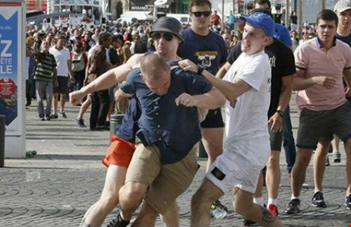 EURO 2016: Có một cuộc chiến ngoài sân cỏ - 3