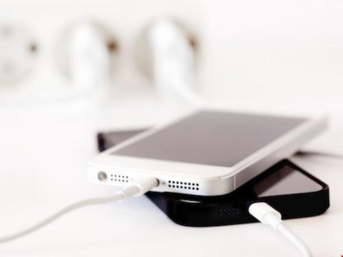 5 suy nghĩ sai lầm khi sạc pin cho smartphone - 2