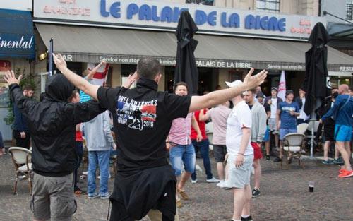 Nga bị dọa loại khỏi Euro, hooligan vẫn đánh nhau - 1