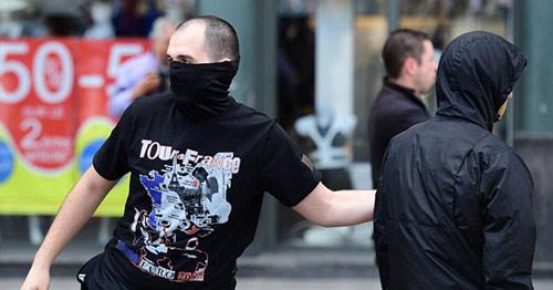 Nga bị dọa loại khỏi Euro, hooligan vẫn đánh nhau - 3