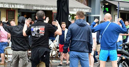 Nga bị dọa loại khỏi Euro, hooligan vẫn đánh nhau - 2