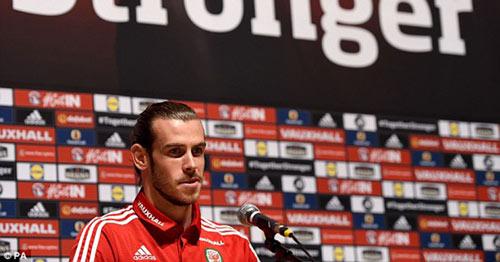 Bale chê tuyển thủ Anh không thể đá cho xứ Wales - 1
