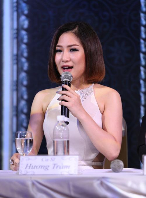 Hương Tràm thẹn thùng khi được Quang Hà ôm hôn - 2