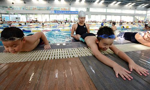 Dạy bơi miễn phí, 10.000 lượt bơi dành tặng trẻ em Hà Nội - 1
