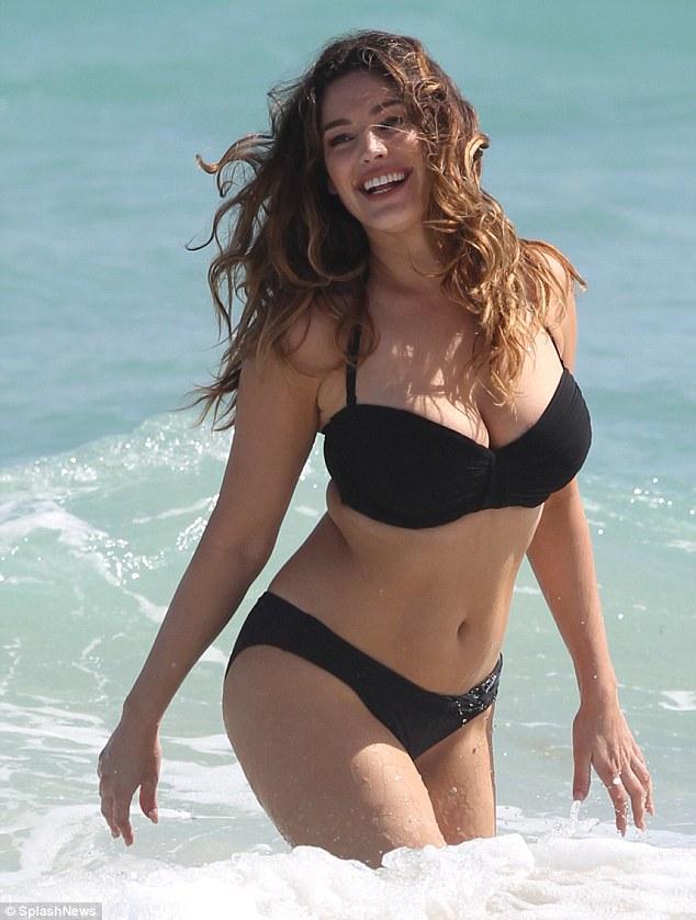 Kelly Brook đẹp hoàn hảo với khuôn ngực 99cm - 6