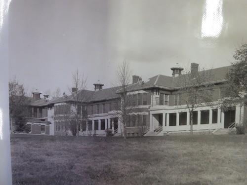 Ám ảnh bệnh viện tâm thần từ thế kỷ 19 - 1