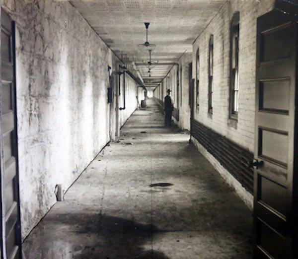 Ám ảnh bệnh viện tâm thần từ thế kỷ 19 - 14