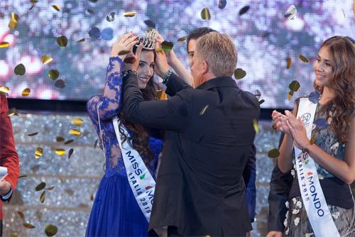Đường cong Vệ Nữ của nữ sinh đăng quang Hoa hậu Italia - 1